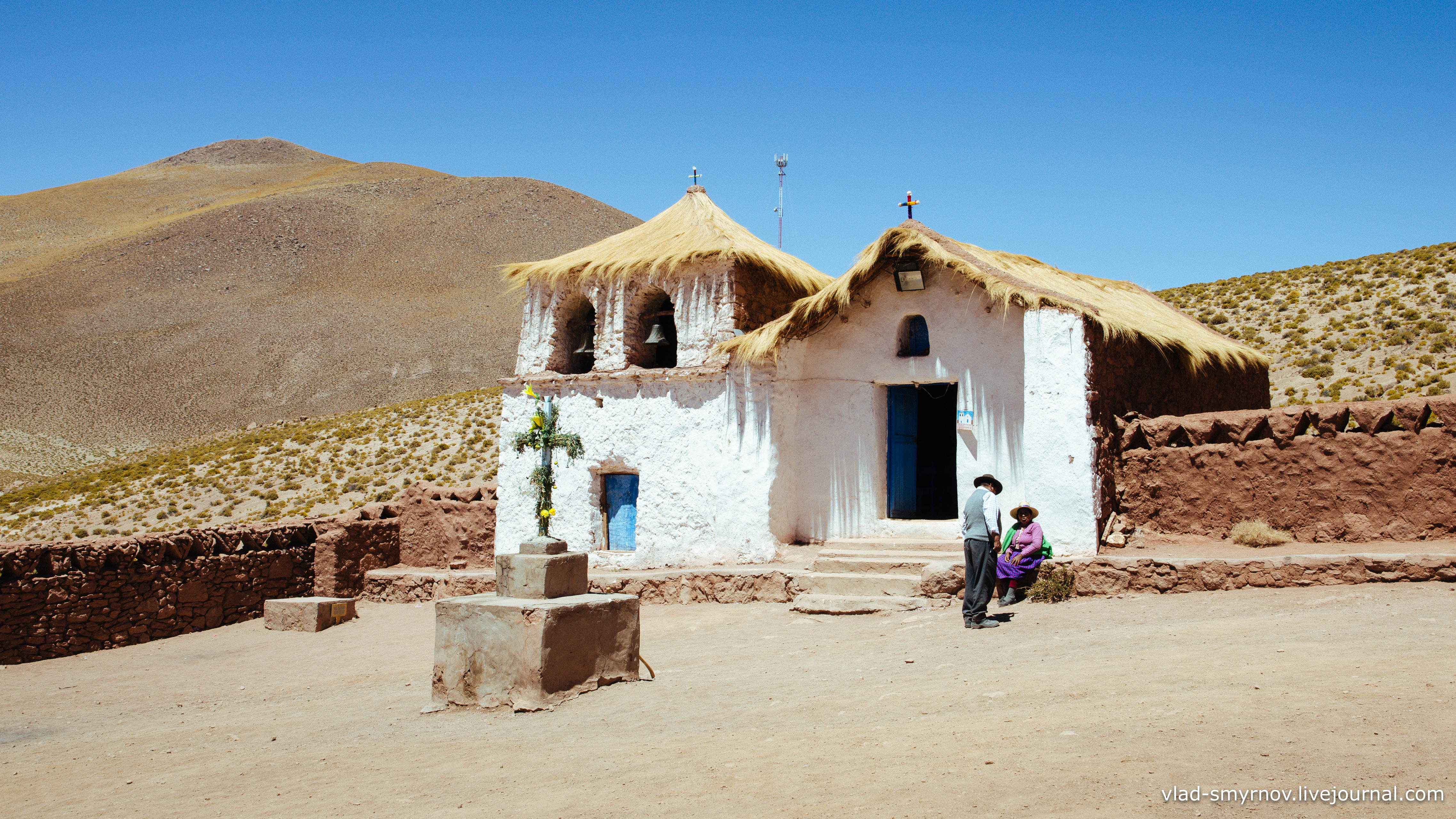 Старая церковь посёлка machuca по дороге к гейзеру El Tatio