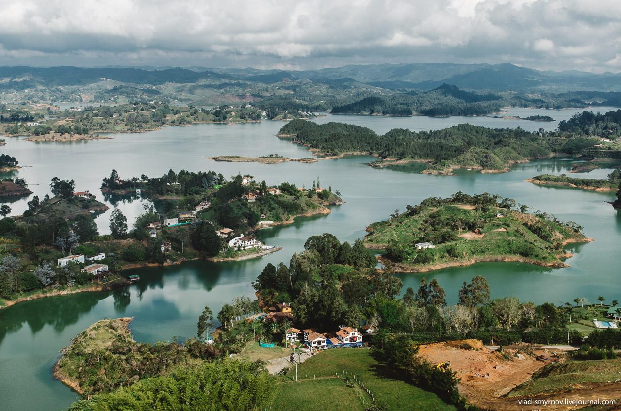 Вид на водохранилище Пеньоль-Гуатапе со скалы