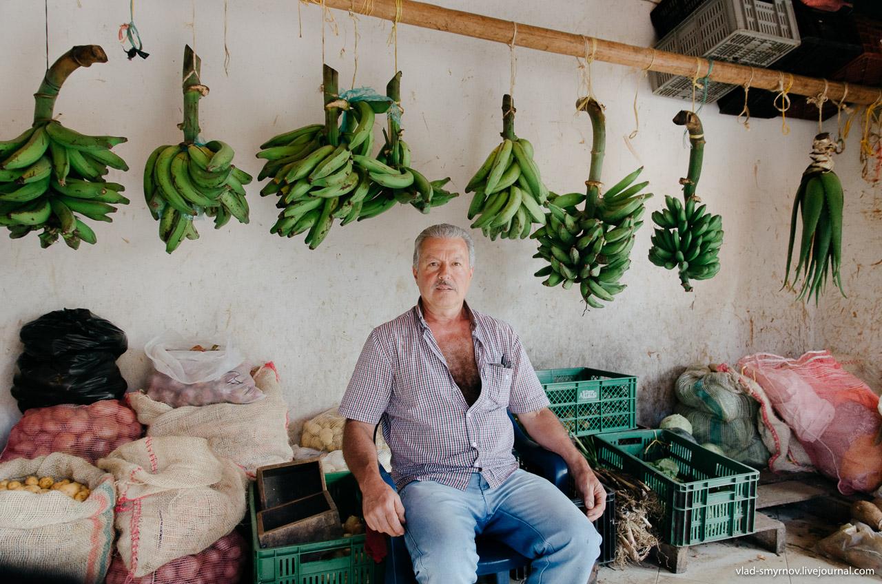 Гуатапе. Продавец фруктов / Guatapé