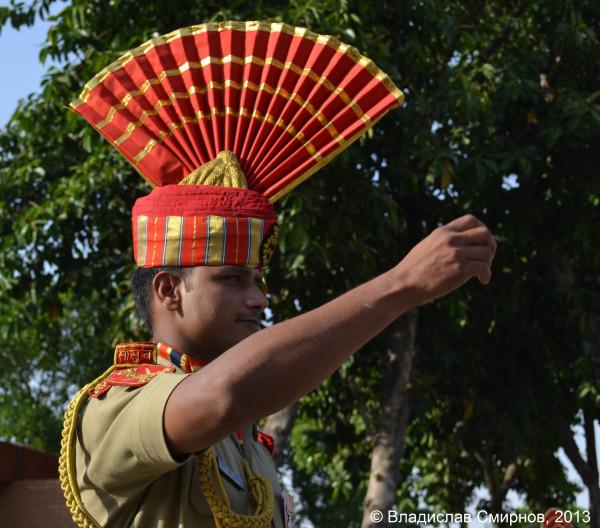 На церемонии закрытия индийско-пакистанской границы