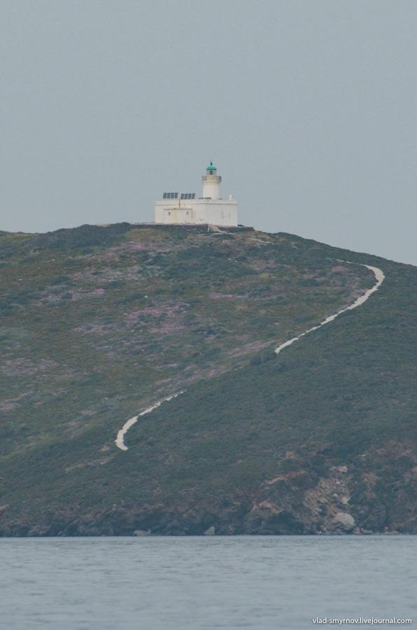 маяк на острове Pasas