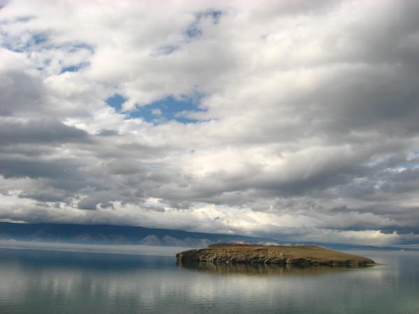 Маленький остров рядом с Ольхоном