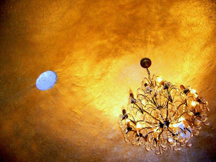 12 золотой потолок