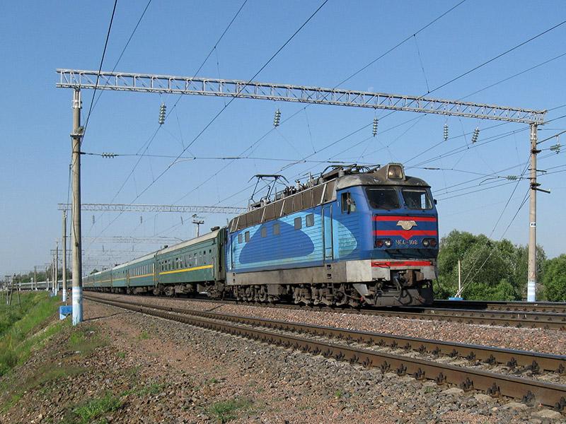 Электровоз ЧС4-174 с поездом