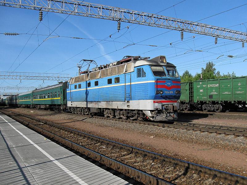 Электровоз ЧС8-055 с поездом