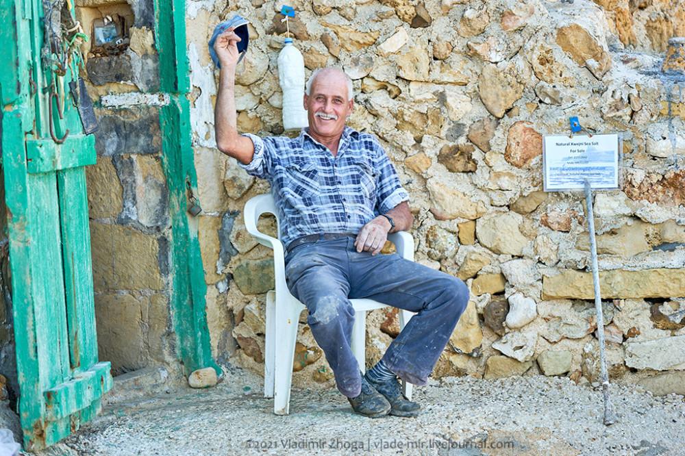 Добытчик соли на острове Гозо