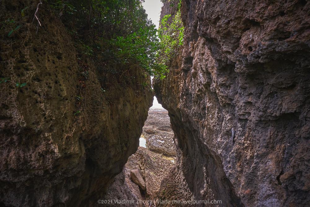 Целующиеся камни в парке Элунаби