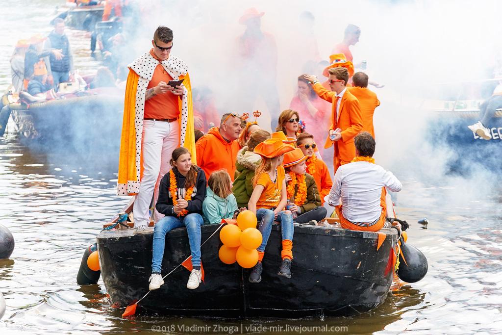 День Короля в стране тюльпанов. Оранжевые каналы Амстердама.