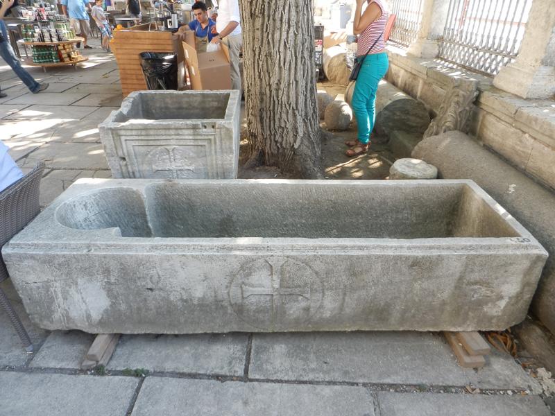 Каменный саркофаг инв. номер 440, обнаруженный мною на территории Собора Святой Софии