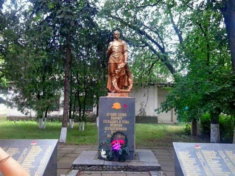 Спящий солдат(в Михайловке)