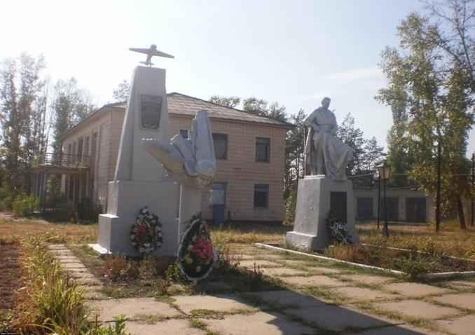 Памятник Быковскому