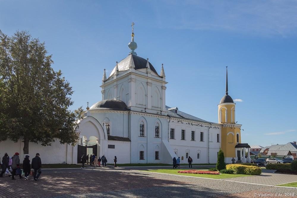 Ново-Голутвин монастырь. Покровская церковь.