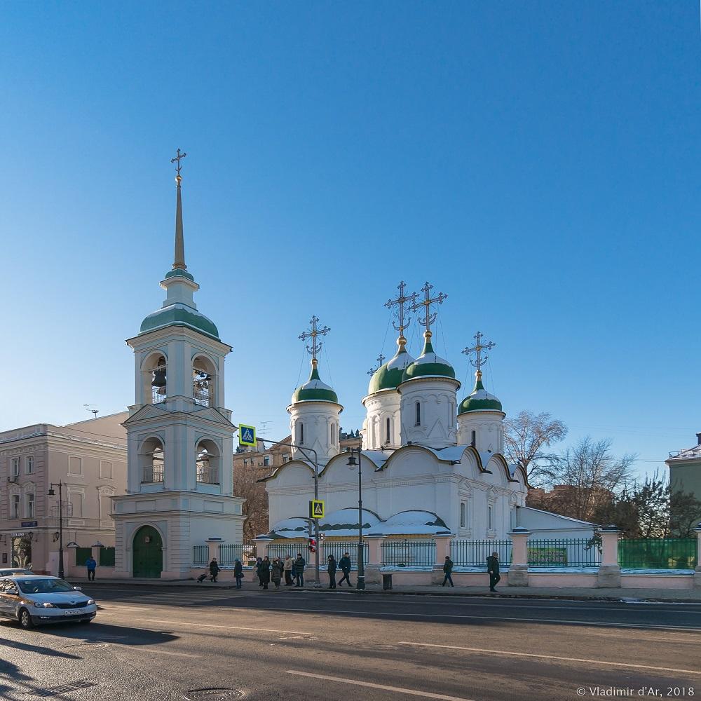 Зима в Москве. Храм Святой Троицы в Листах.