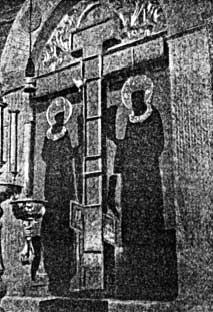 Кийский крест в интерьере храма в Крестном Кий-островском монастыре Гравюра из книги XIX в.