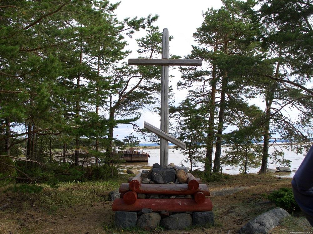 Поклонный крест Никона на острове Кий