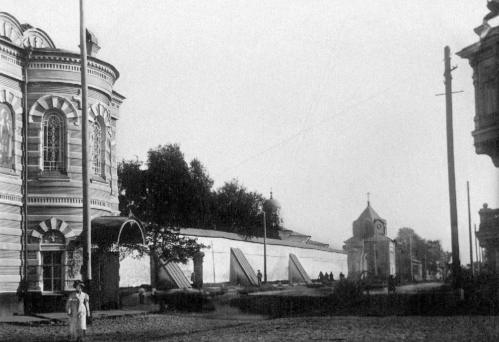 Южная стена Богоявленско-Анастасиина монастыря (вид с запада). Фото начала XX в.