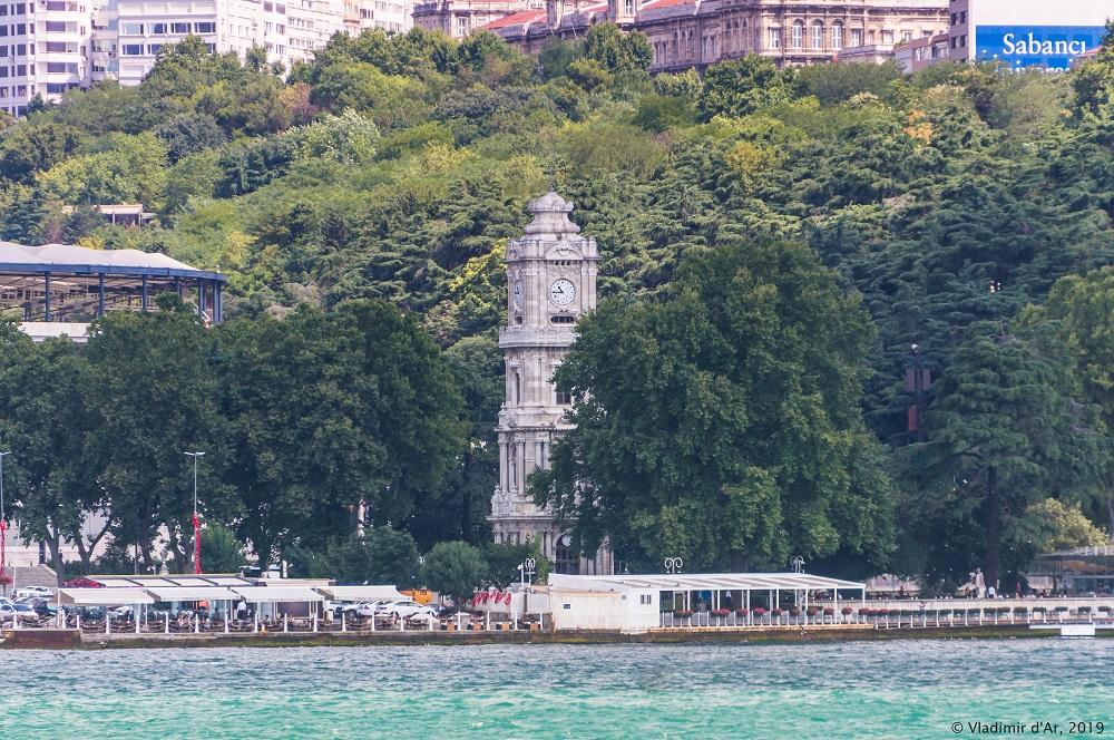 Часовая башня дворца Долмабахче