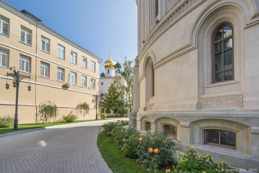 Церковь Новомучеников и Исповедников Российских. Сретенский монастырь.