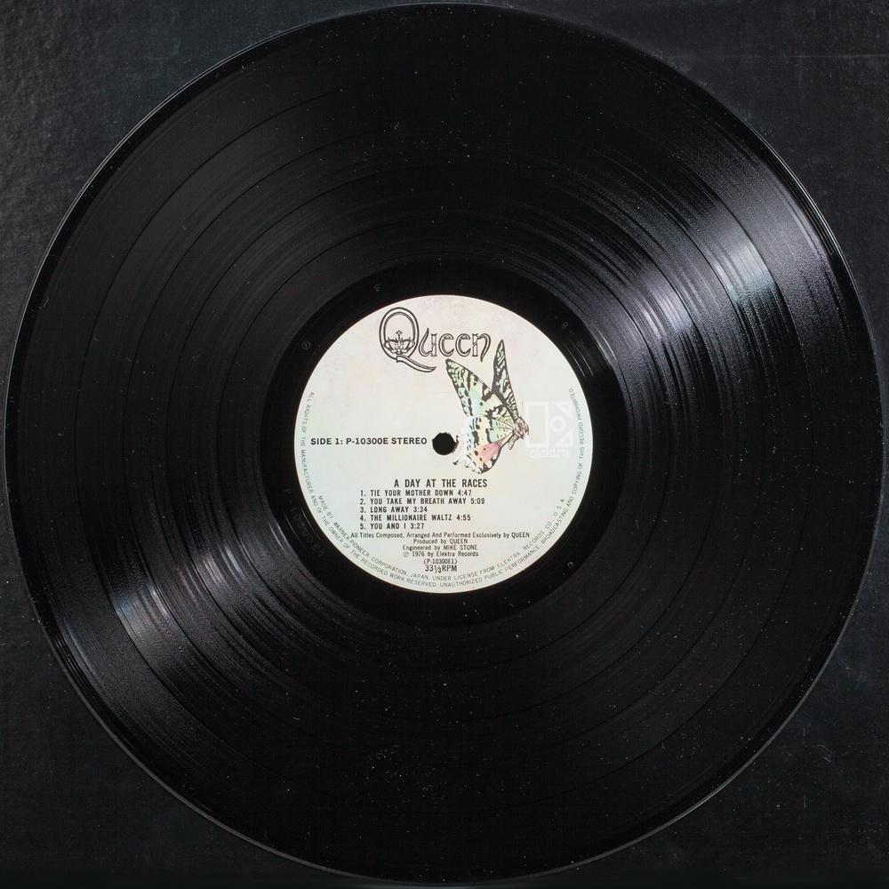 Queen - 1976 - 09.jpg