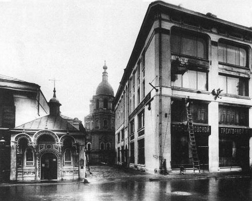 Часовня и Колокольня Богоявленского монастыря со стороны Никольской улицы