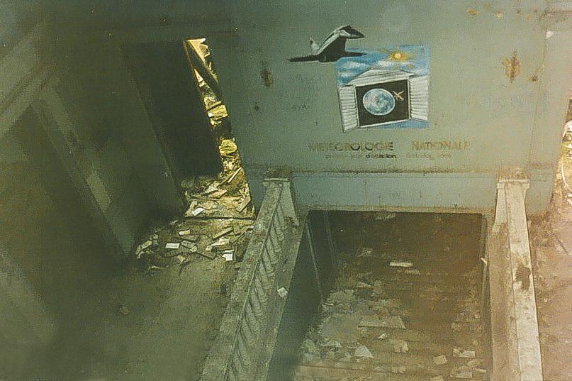 Колосово - 701 - Вид парадной лестницы с балок перекрытия третьего этажа (оттуда, где было световое окно).