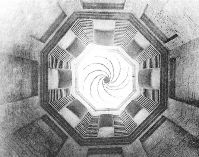 Фрагменты первоначальной росписи на купольном своде центрального столпа