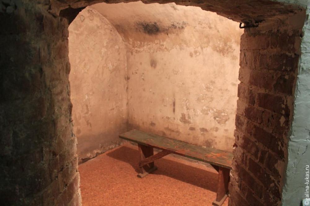 Монашеские кельи в пещерном храме