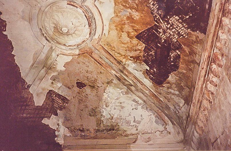 Колосово - 704 -  Потолок первого этажа. Фото 2002, октябрь