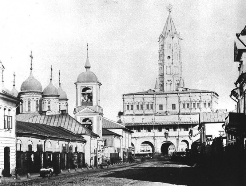 Церковь Троицы в Листах и Сухарева башня