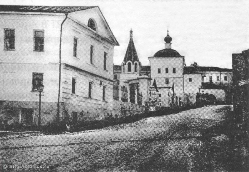 Церковь Трех Святителей на Кулишках