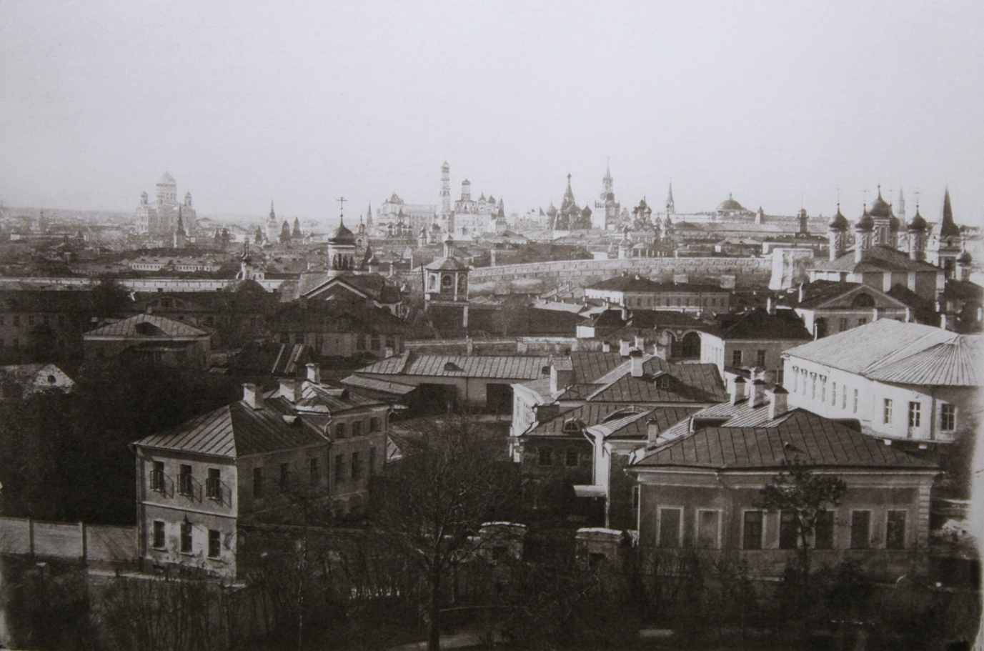 Вид на Кремль с площадки Морозовского сада. 1850-е годы
