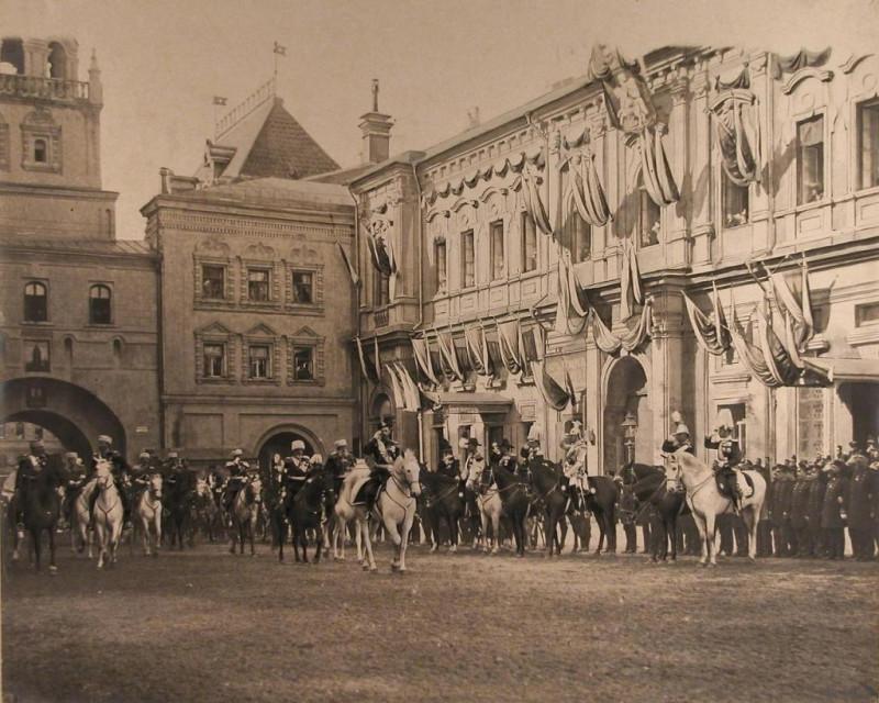 Николай II на коронации. Красная площадь. Воскресенские ворота.