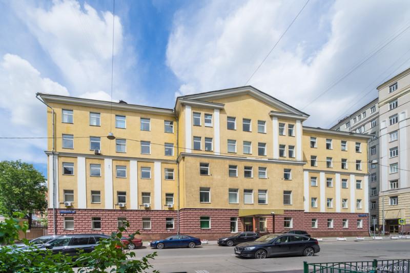 Малая Пироговская 18