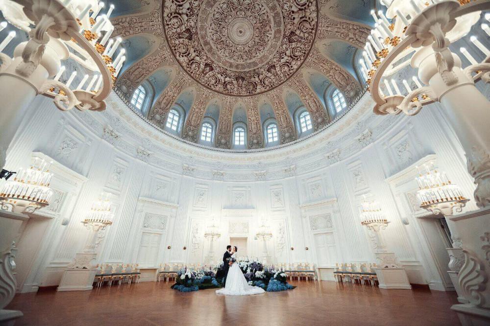 Петровский дворец. Центральный зал.
