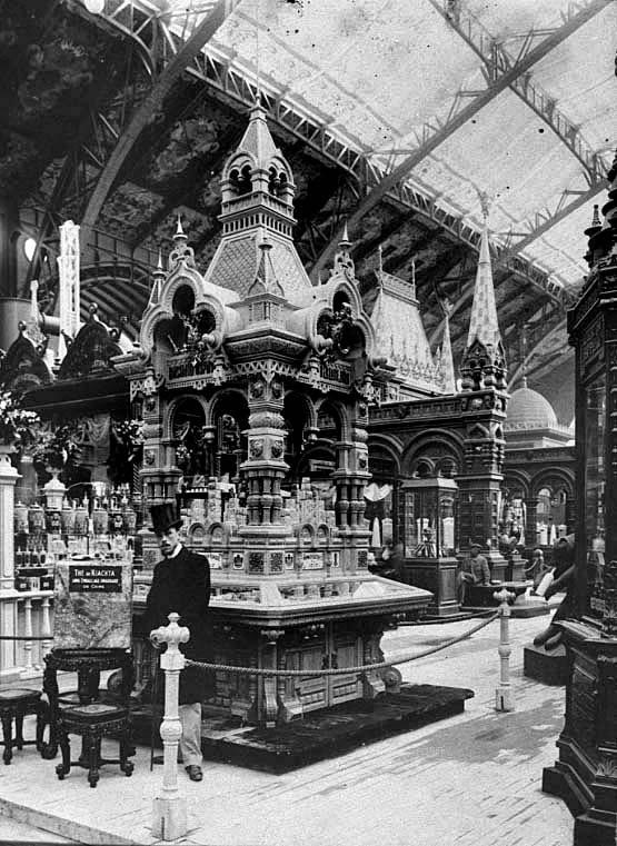 Киоск московских чаеторговцев, предположительно спроектированный С.У. Соловьёвым. Париж, 1900.