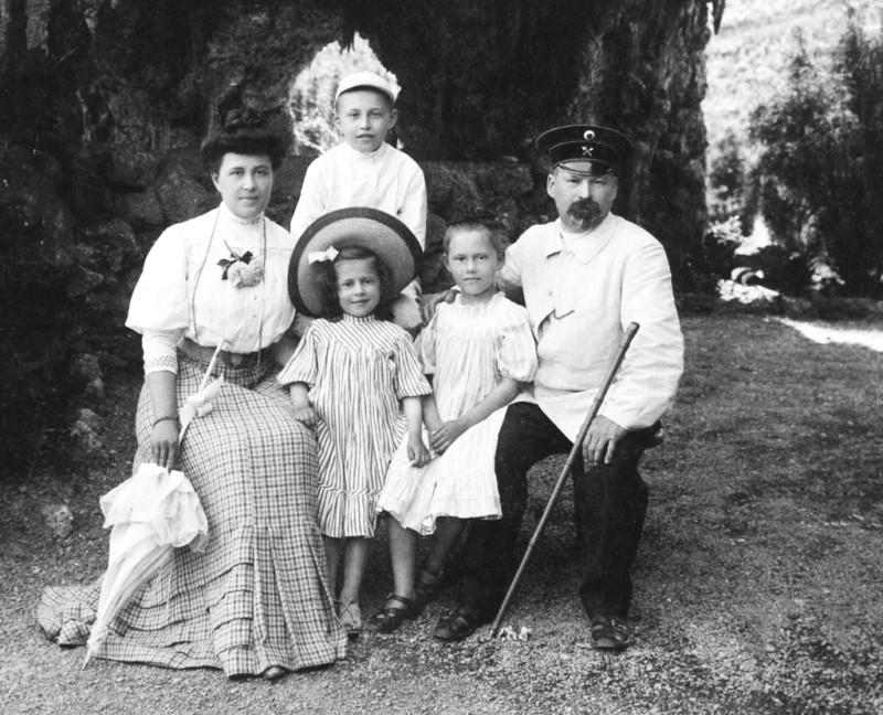Лев Кекушев с семьей