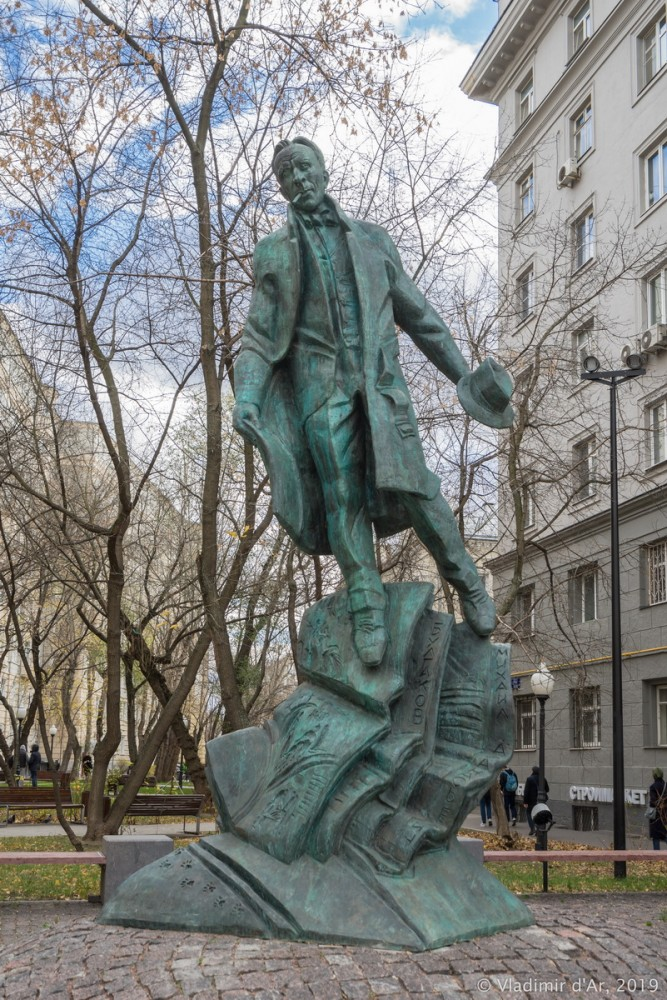 Памятник Булгакову 02.jpg