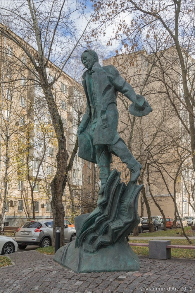 Памятник Булгакову 03.jpg