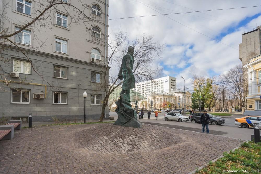 Памятник Булгакову 04.jpg