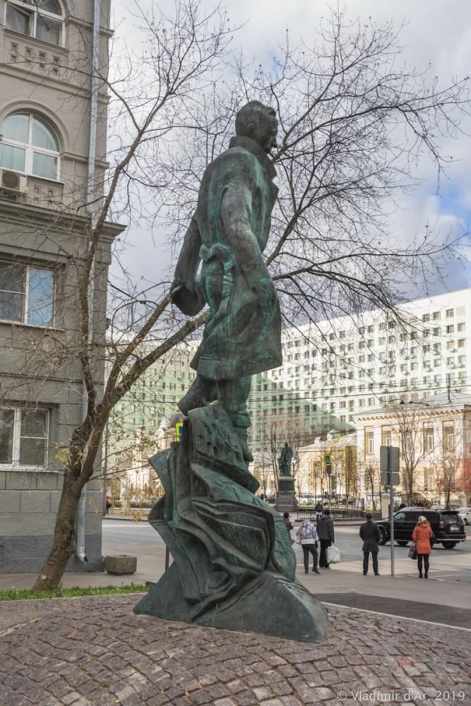 Памятник Булгакову 05.jpg