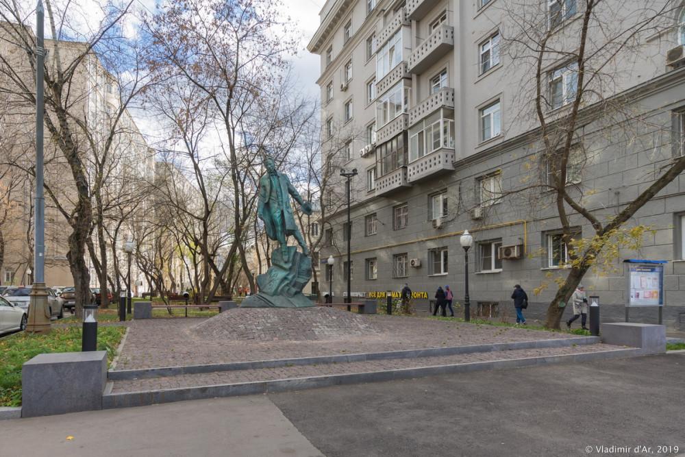 Памятник Булгакову 07.jpg