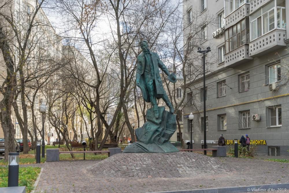 Памятник Булгакову 08.jpg
