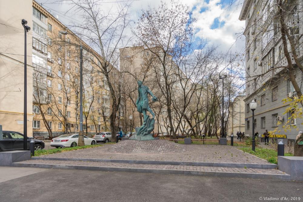Памятник Булгакову 09.jpg