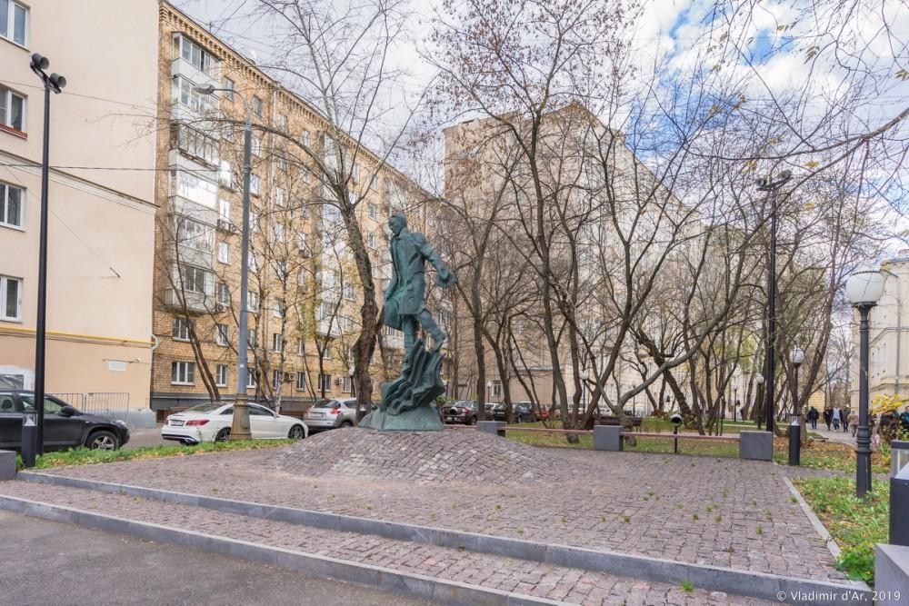 Памятник Булгакову 11.jpg