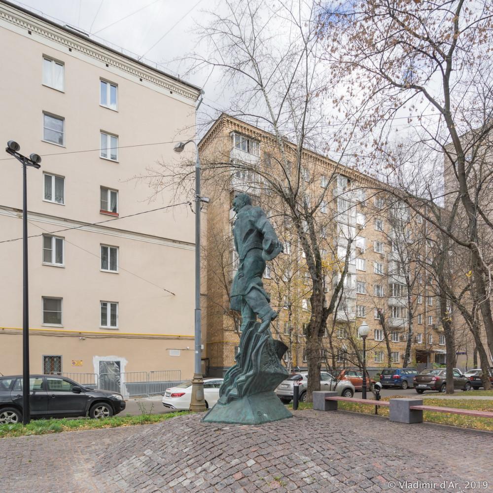 Памятник Булгакову 12.jpg
