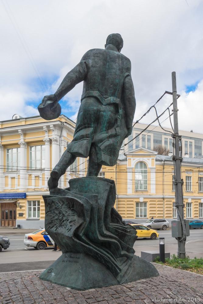 Памятник Булгакову 13.jpg