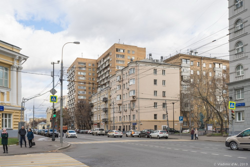 Памятник Булгакову 14.jpg