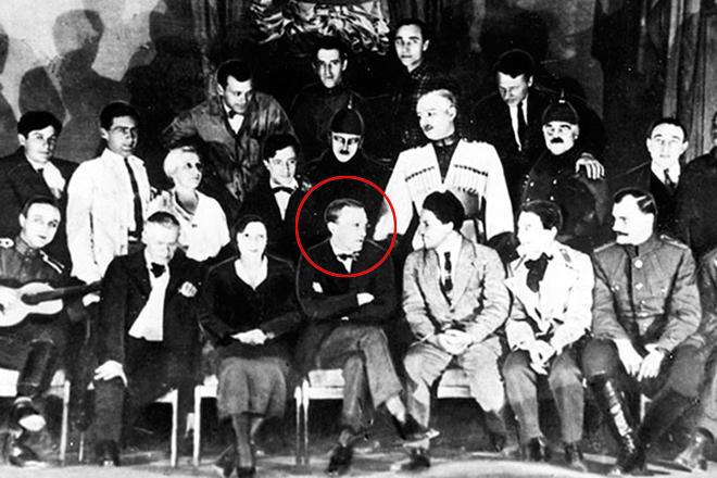 Михаил Булгаков с актерами МХАТ