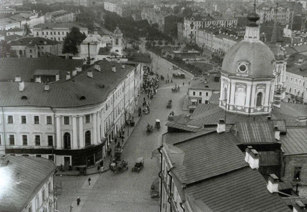 Арбатская площадь.jpg
