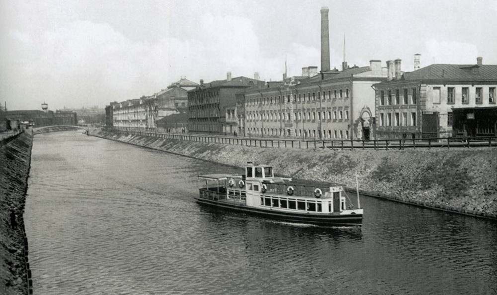 Прогулочное судно в акватории Водоотводного канала - 1933 год